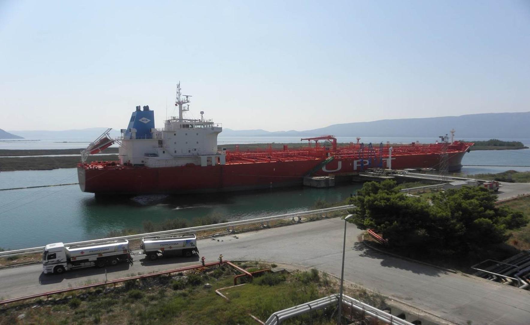 Naftni terminali federacije privez